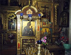 Икона Тихвинской Божией Матери, которой веками молились дворяне Аксаковы  московской ветви этого древнего рода. Фото 2004 года.